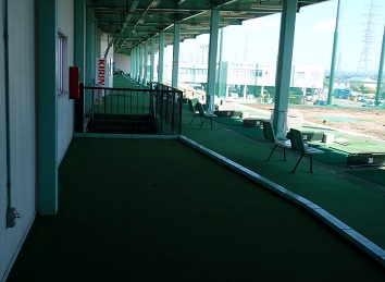 2階パッティング練習場
